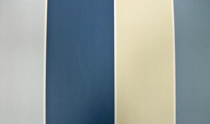 Papel pintado rayas 10 cm tonos azules y beige boutique for Papel pintado tonos beige