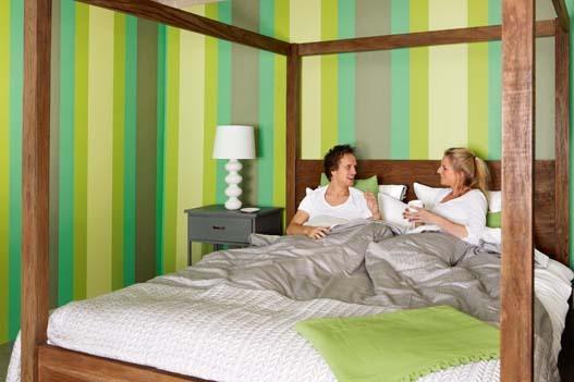 Papel pintado rayas 13 cm tonos verdes boutique del for Papel pintado tonos verdes