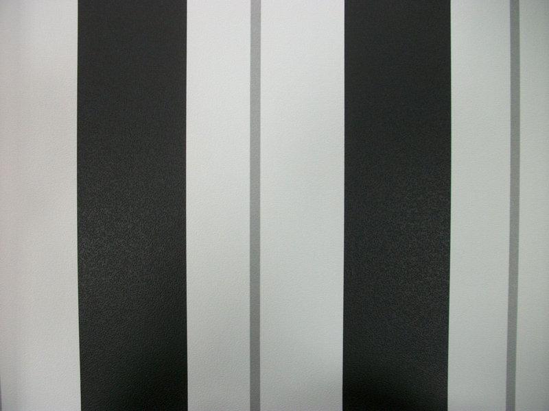 Papel pintado rayas blanco negro y plata boutique del - Papel pintado blanco y gris ...
